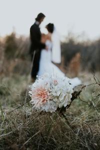 آموزش بهترین مدل ها و ژست های عکاسی عروس و داماد